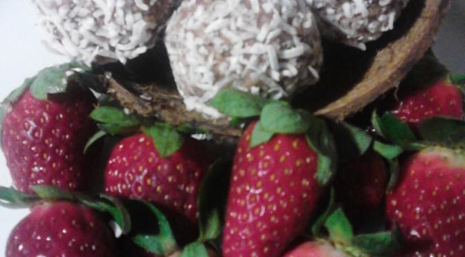 Chocolate, coconut and strawberry balls (Paleo recipe)