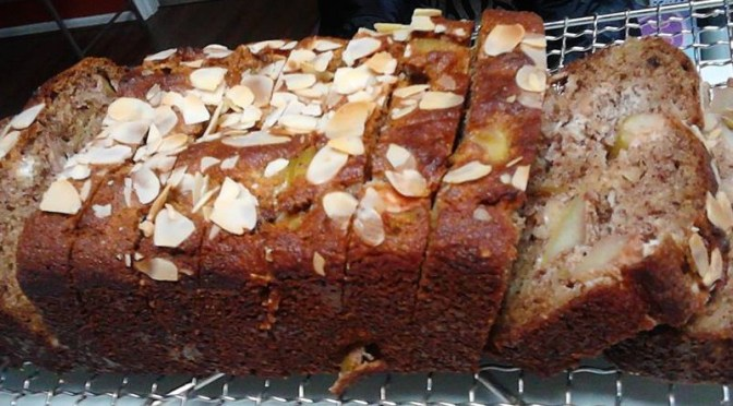 Apple and cinnamon cake-A Paleo friendly recipe.